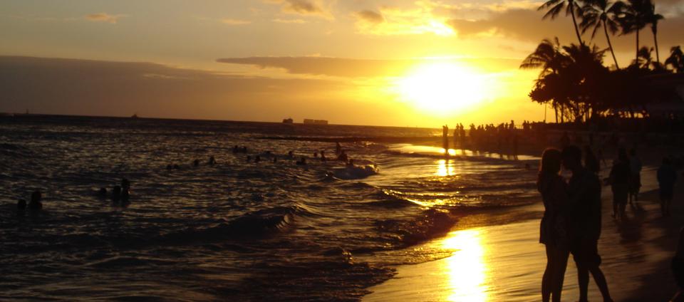rsz_3800px-waikiki_beach_at_sunset